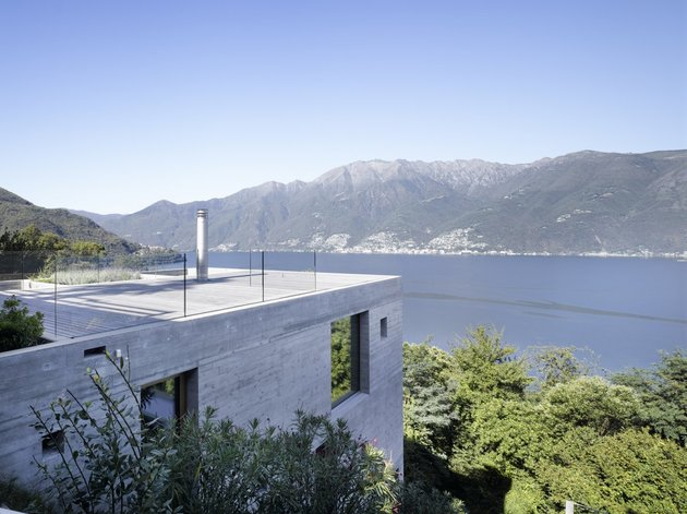 minamalist concretehome showcases stunning views and contemporaryliving 2 roof deck thumb 630x471 15321 Minimalist Concrete Home Showcases Stunning Views And Contemporary Living