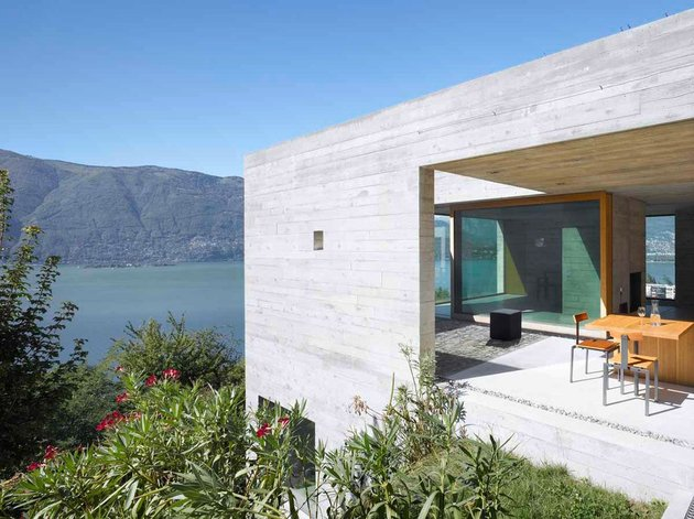 minamalist-concretehome-showcases-stunning-views-and-contemporaryliving-4-patio.jpg