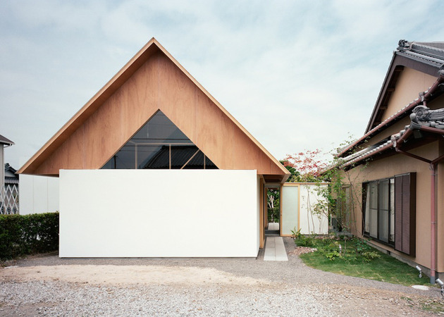minimal-extension-adds-chic-usable-space-japanese-home-2-far-view.jpg