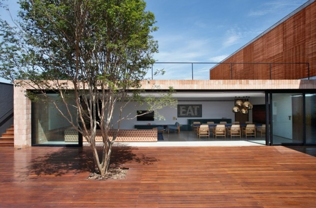minimally-built-home-striking-public-private-spaces-10-open-living-area.jpg