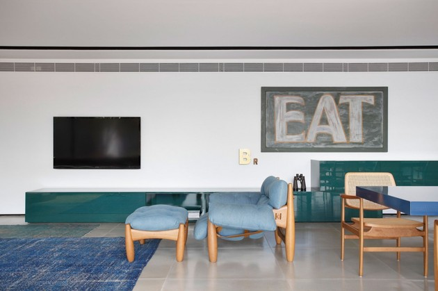 minimally-built-home-striking-public-private-spaces-13-blue-chair.jpg