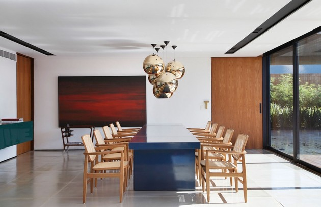 minimally-built-home-striking-public-private-spaces-14-table.jpg