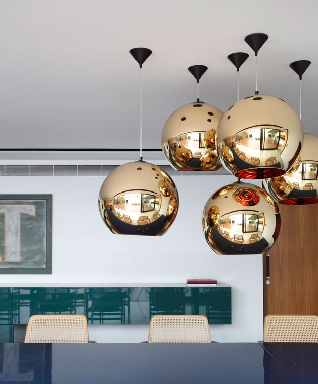minimally-built-home-striking-public-private-spaces-15-gold-light.jpg