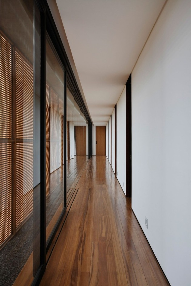 minimally-built-home-striking-public-private-spaces-18-private-hallway.jpg