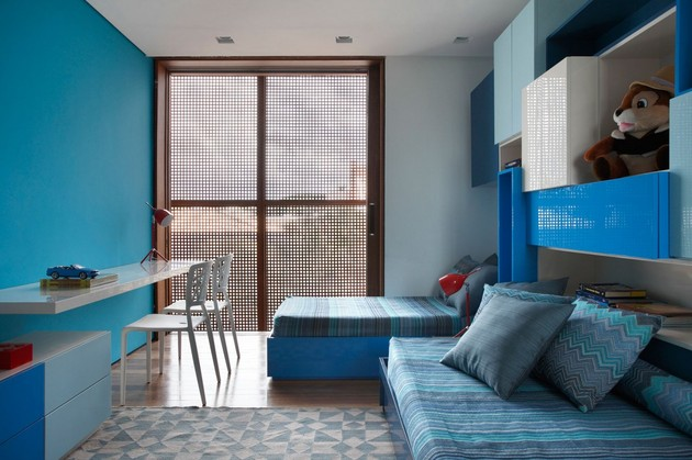 minimally-built-home-striking-public-private-spaces-23-blue-room.jpg