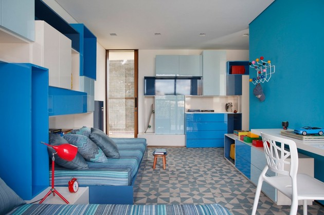 minimally-built-home-striking-public-private-spaces-24-blue-room-storage.jpg