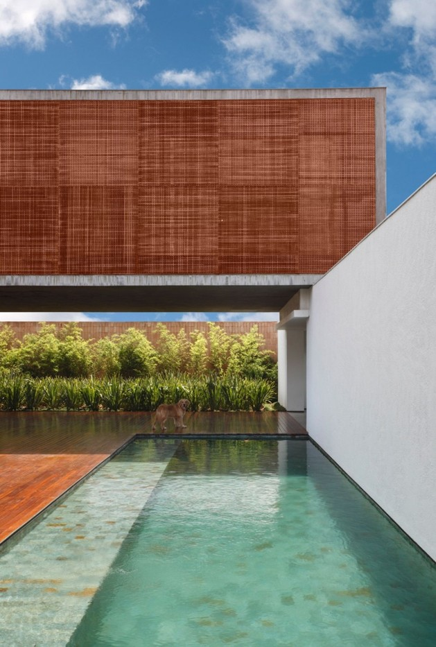 minimally-built-home-striking-public-private-spaces-6-space-underneath.jpg