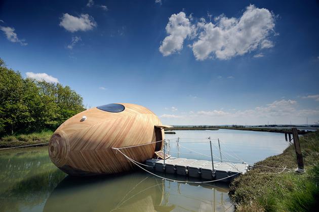 mobile aquatic home minimal living docked thumb 630x419 15280 A Mobile Aquatic Pod Home For Ultra Minimal Living