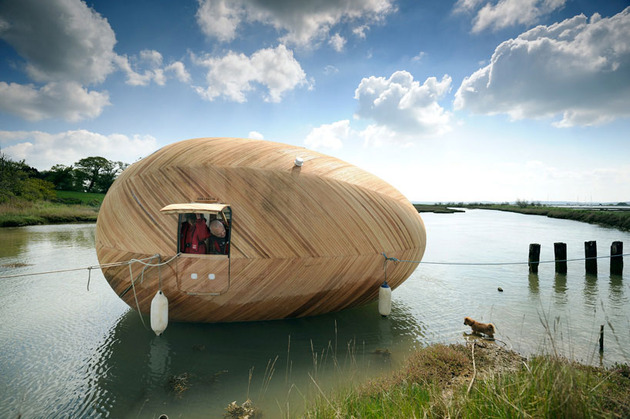 mobile-aquatic-home-minimal-living-tied-up.jpg
