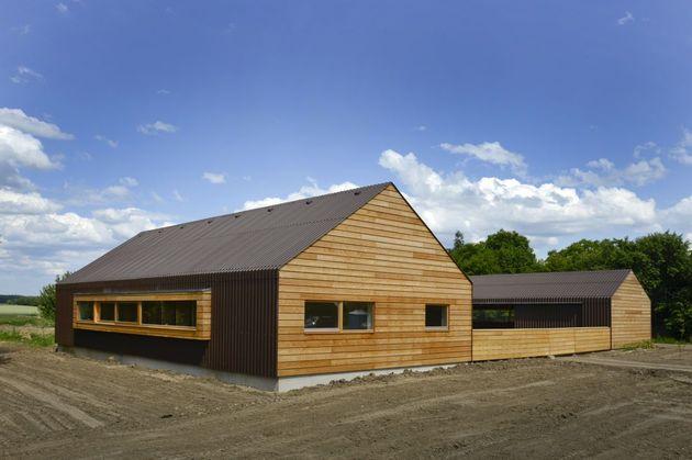 modern-open-concept-homestead-centralcourtyard-germany-15-westside.jpg