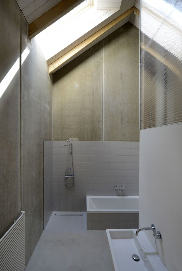 modern-open-concept-homestead-centralcourtyard-germany-5-bathroom.jpg