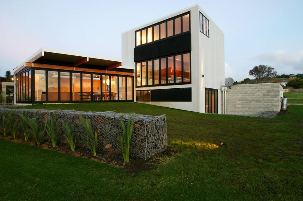 Modern suburban lake house designed for private beachside for Modern lake house designs