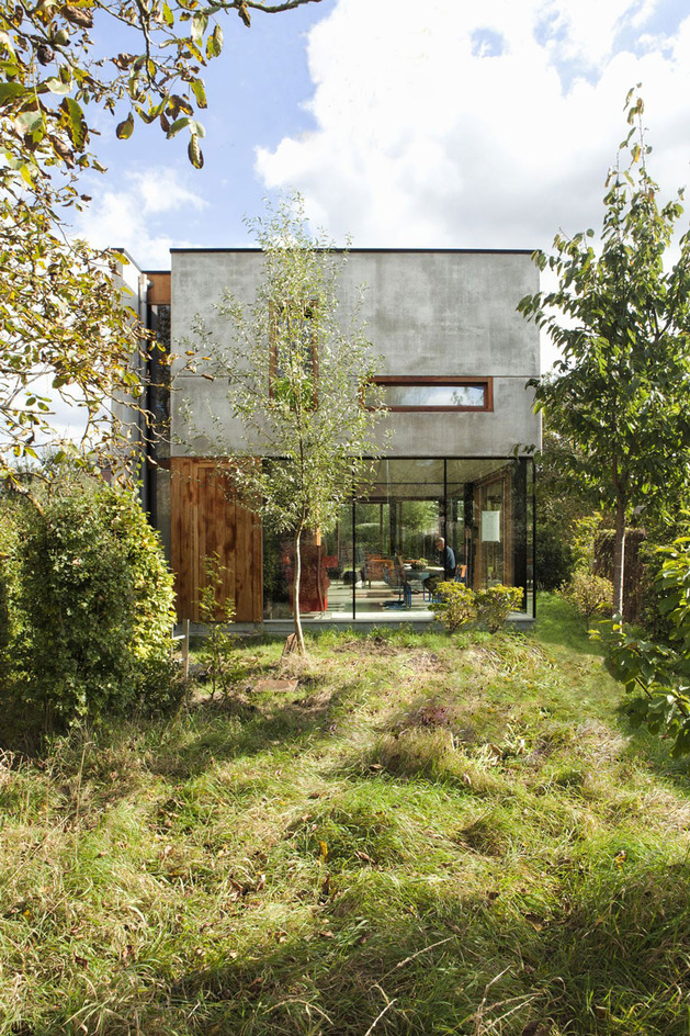 smart-material-choices-blend-surroundings-3-concrete-side.jpg