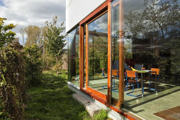 smart-material-choices-blend-surroundings-5-untamed-yard.jpg