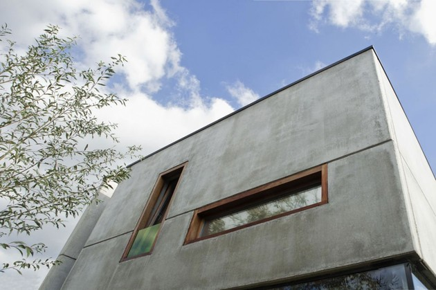 smart-material-choices-blend-surroundings-6-windows-in-concrete.jpg