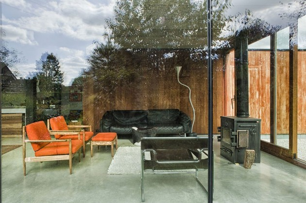 smart-material-choices-blend-surroundings-8-living-area-glass.jpg