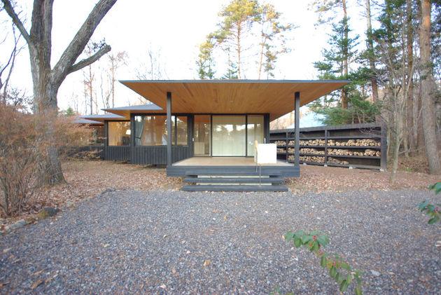 spacious-japanese-rancher-nestles-natural-environment-10-design.JPG