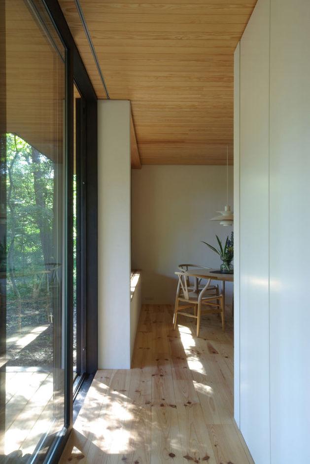 spacious-japanese-rancher-nestles-natural-environment-3-entry.JPG