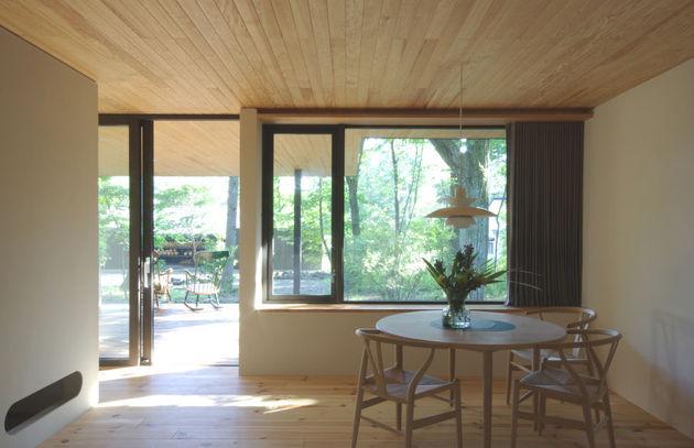spacious-japanese-rancher-nestles-natural-environment-4-dining.JPG