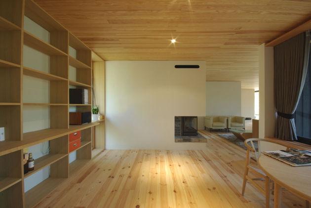 spacious-japanese-rancher-nestles-natural-environment-7-family.JPG