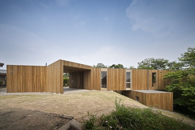 various wood finishes populate uniquely natural japanese home full exterior view thumb 630x420 17562 Various Wood Finishes Populate Uniquely Natural Japanese Home