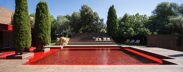 a summer house with the red pool 2 thumb 630x251 19886 A Summer House with the Red Pool