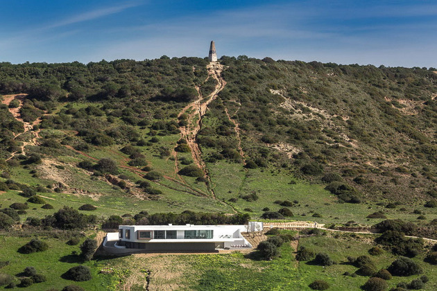 access above overhanging portuguese villa 1 2 far straight thumb 630x420 18268 Access From Above For Overhanging Portuguese Villa