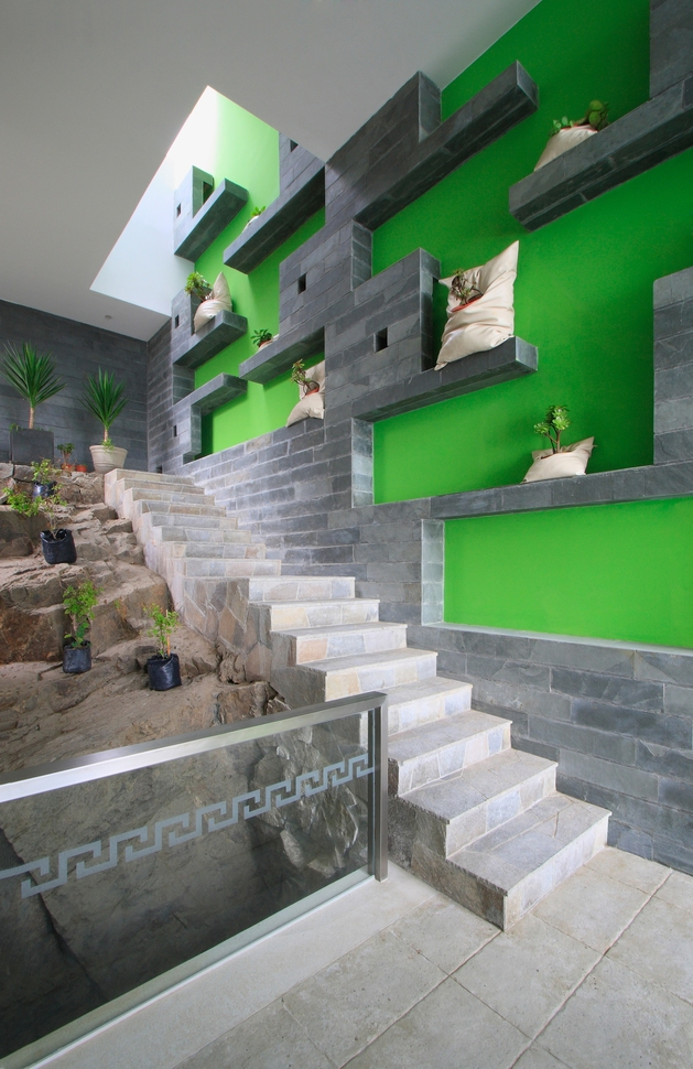 alvarez-beach-house-peru-visual-masterpiece-12-backstairs.jpg