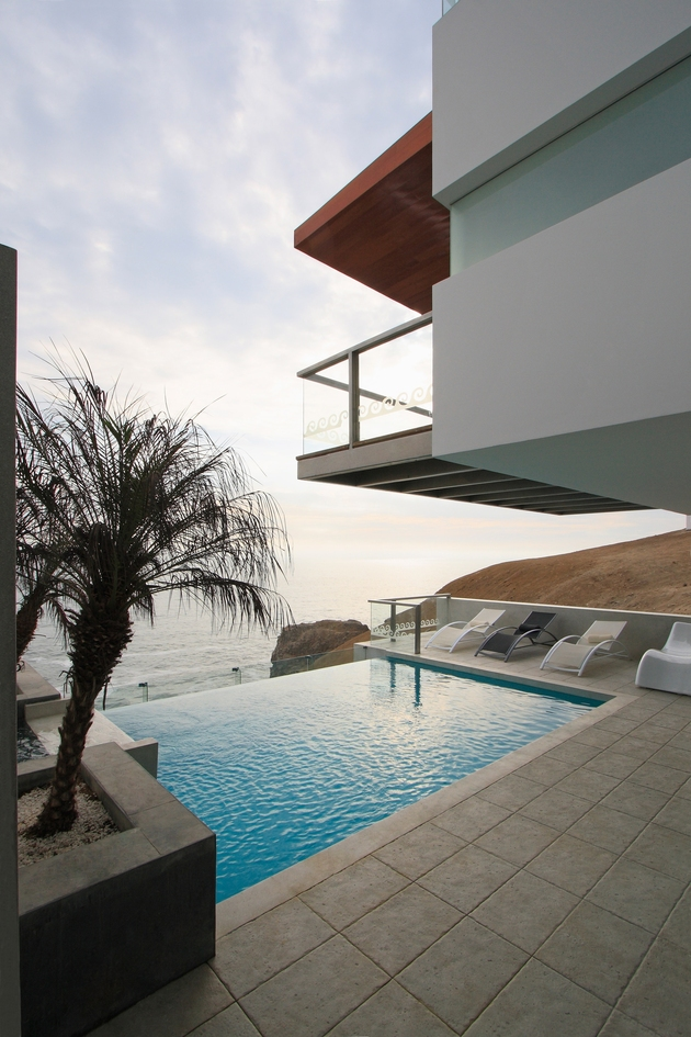 alvarez-beach-house-peru-visual-masterpiece-13-pool.jpg