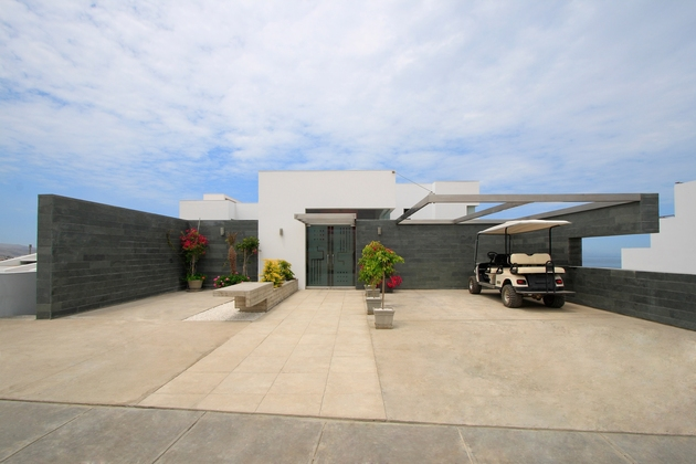 alvarez beach house peru visual masterpiece 2 façade thumb 630x420 20177 Alvarez Beach House in Peru is a Visual Masterpiece