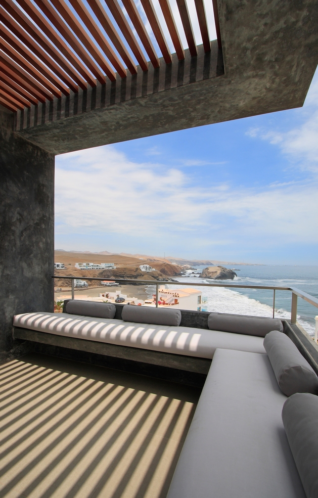 casa-cc-playa-misterio-peru-doubles-up-design-elements-13-deck.jpg