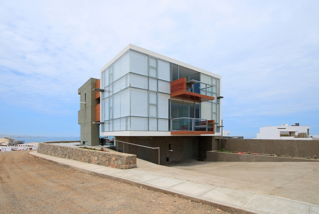 casa-cc-playa-misterio-peru-doubles-up-design-elements-14-facade.jpg