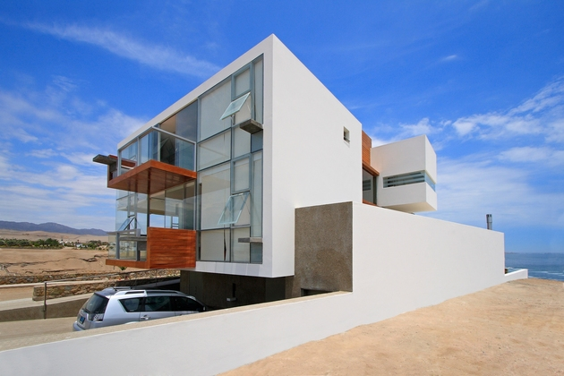 casa-cc-playa-misterio-peru-doubles-up-design-elements-17-facade.jpg