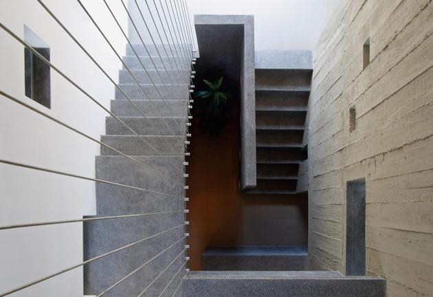 casa-cc-playa-misterio-peru-doubles-up-design-elements-18-stairwell.jpg