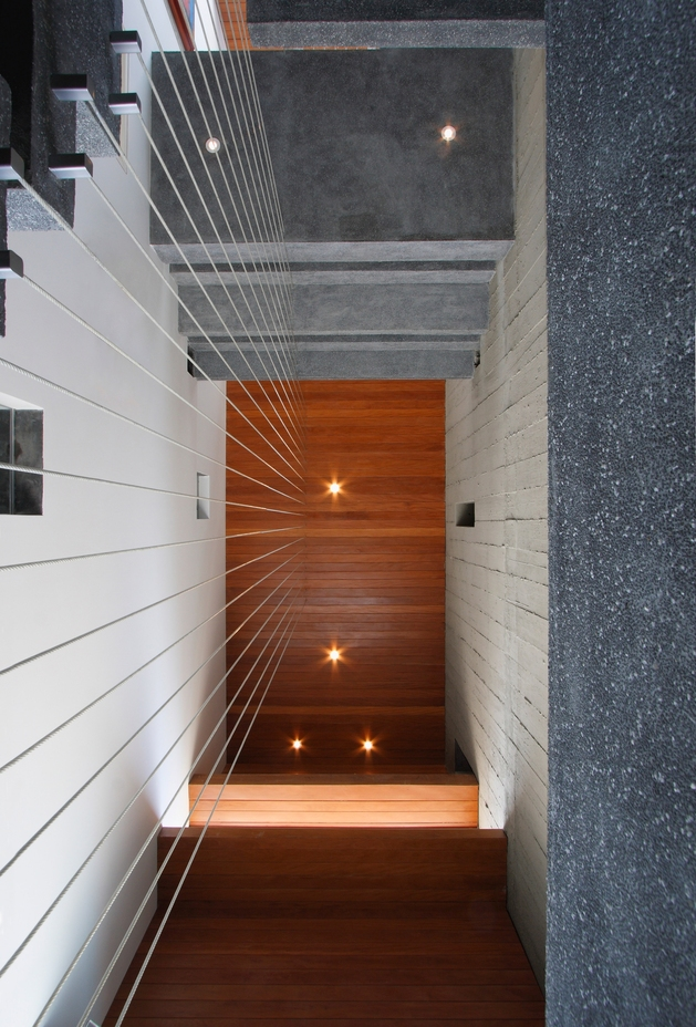 casa-cc-playa-misterio-peru-doubles-up-design-elements-20-stairwell.jpg