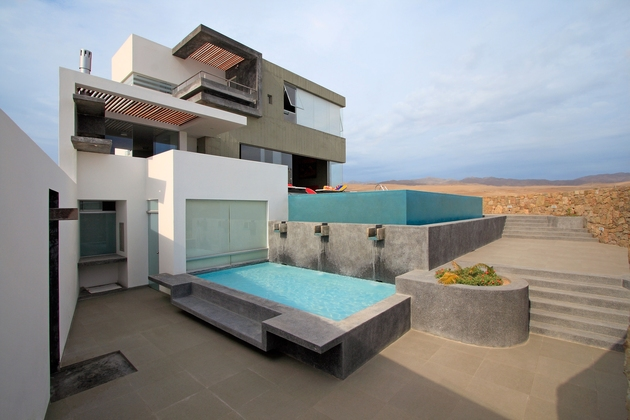 casa-cc-playa-misterio-peru-doubles-up-design-elements-3-pool.jpg