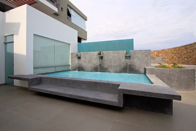 casa-cc-playa-misterio-peru-doubles-up-design-elements-4-pool.jpg