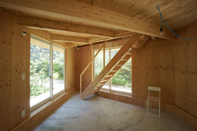 compact-diamond-shaped-house-plan-yuji-tanabe-11-stair-room.jpg