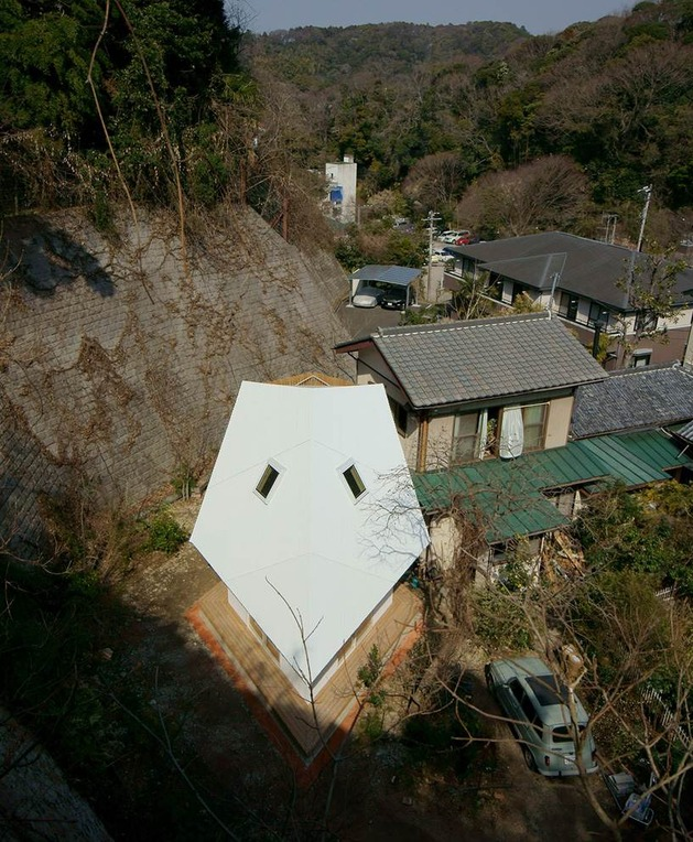 compact-diamond-shaped-house-plan-yuji-tanabe-3-above-narrow-view.jpg