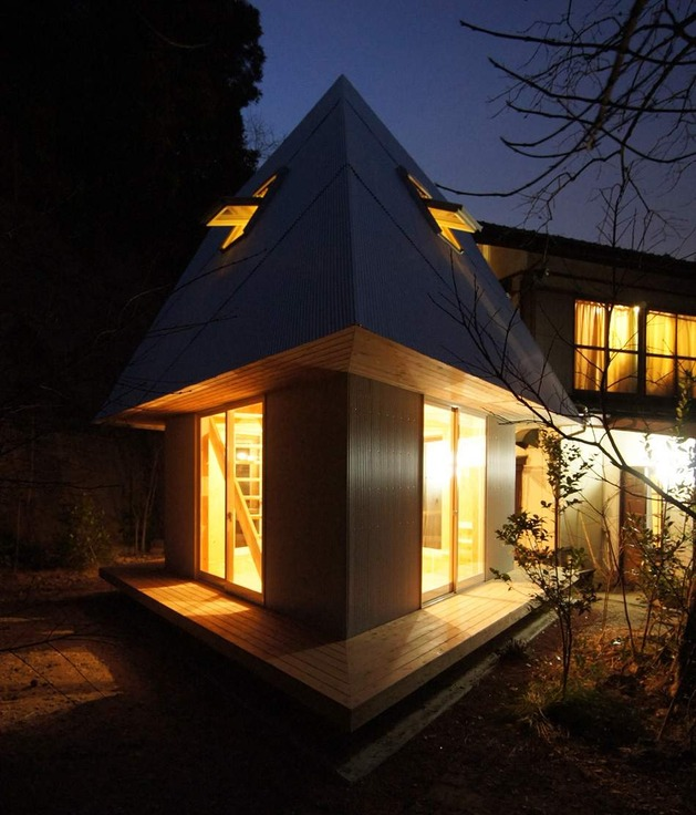compact-diamond-shaped-house-plan-yuji-tanabe-5-nighttime-corner.jpg