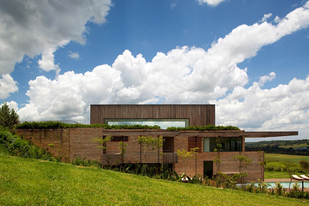 contemporary-hillside-home-brazil-disappears-into-landscape-12-exterior.jpg