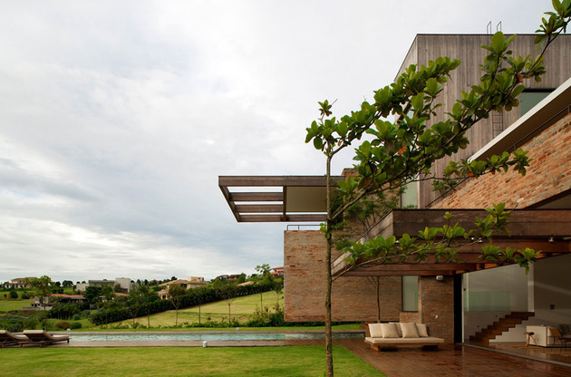contemporary-hillside-home-brazil-disappears-into-landscape-5-materials.jpg