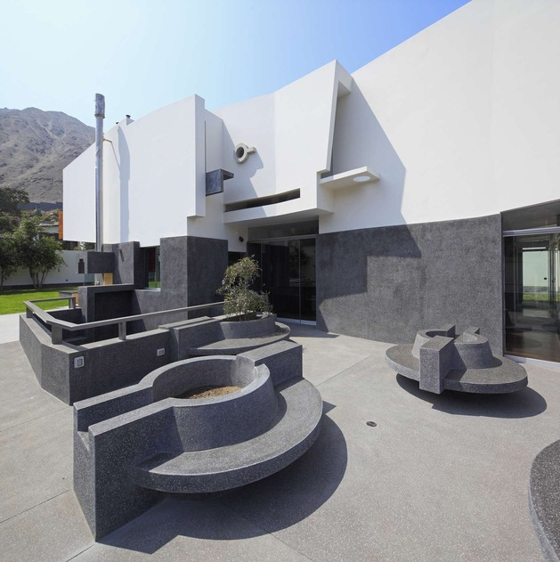 creatively-cool-dual-cantilevered-house-peru-10-benches.jpg