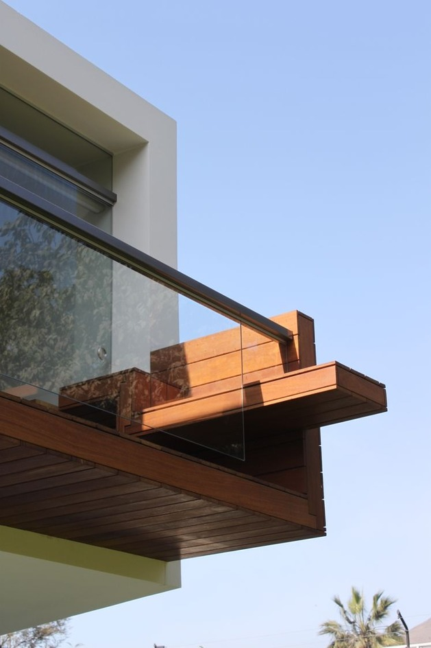 creatively-cool-dual-cantilevered-house-peru-11-deck-detail.jpg