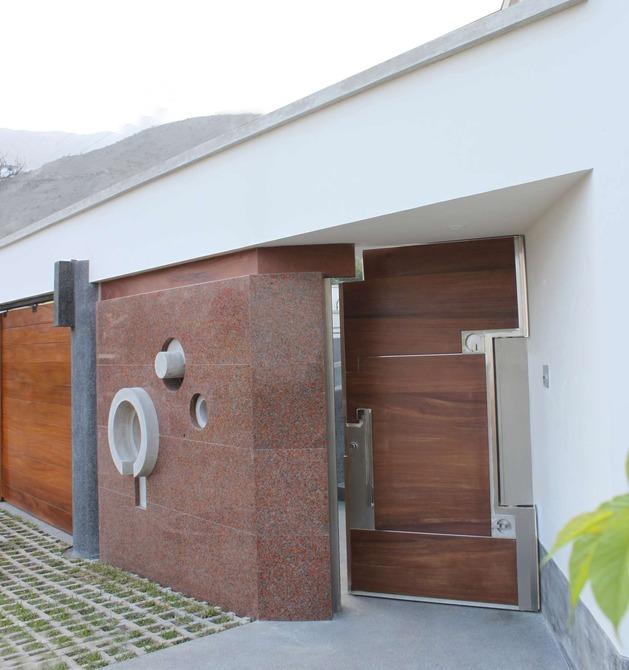 creatively-cool-dual-cantilevered-house-peru-15-doorside-pattern-match.jpg