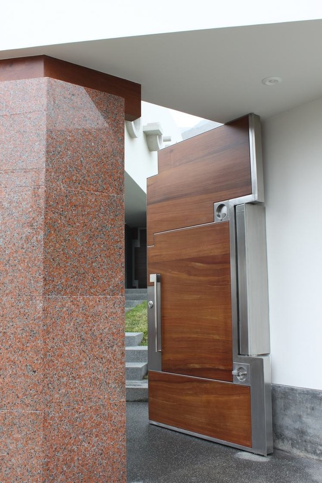 creatively-cool-dual-cantilevered-house-peru-16-open-door.jpg
