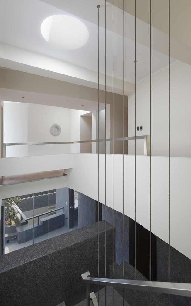 creatively-cool-dual-cantilevered-house-peru-19-rectangular-staircase.jpg