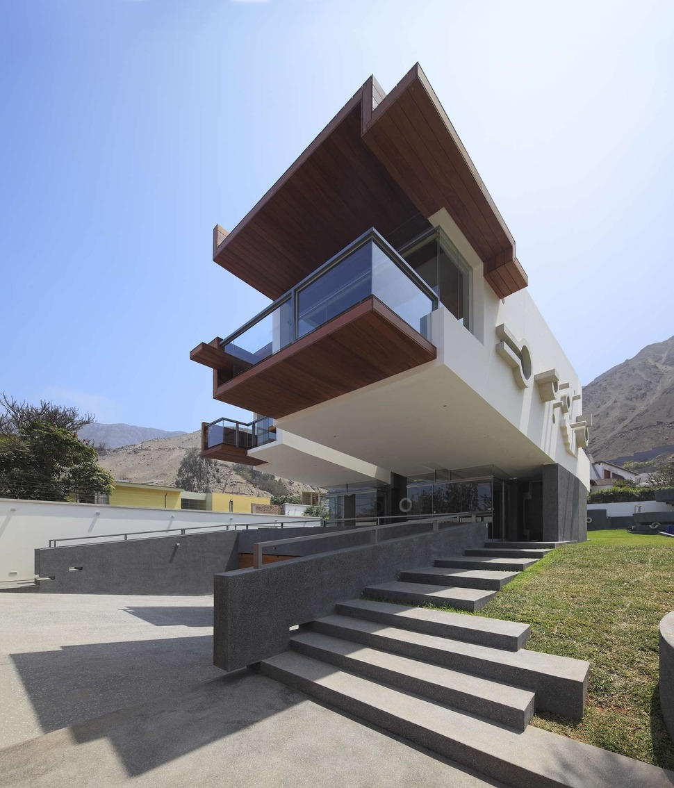 House design of front - View In Gallery Creatively Cool Dual Cantilevered House Peru 3 Front