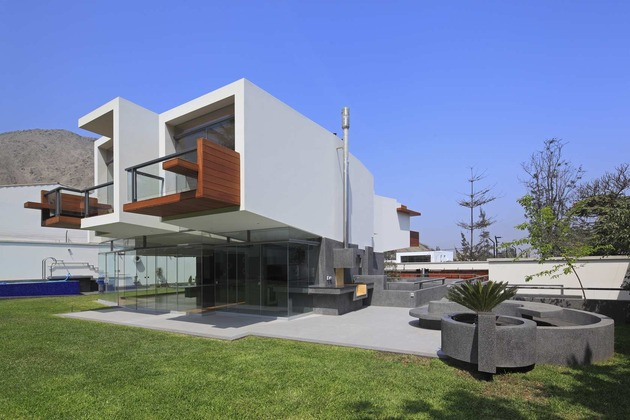 creatively-cool-dual-cantilevered-house-peru-7-rear-smooth-side.jpg