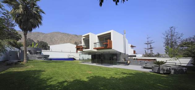 creatively-cool-dual-cantilevered-house-peru-8-rear-smooth-side-far.jpg